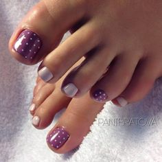 Decoracion de uñas para pies con puntos #toenails #uñasdelpie #uñasdecoradas #nailart #uñas #decoraciondeuñas #piesbonitos  #diseñosdeuñas #dotnails