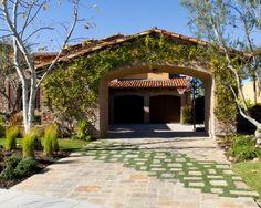 extérieur maison avec mur végétalisé