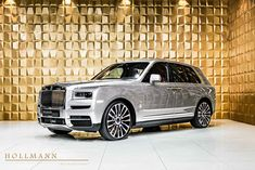 Rolls-Royce Cullinan - Luxury Pulse Cars - Germany - For sale on LuxuryPulse. Luxury Suv, Luxury Yachts, New Rolls Royce, Rolls Royce Cullinan, Head Up Display, Rear Seat, Exterior Colors, Colorful Interiors, Cars For Sale