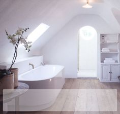Badkamer on pinterest met van and white beach houses - Badkamer met parketvloer ...