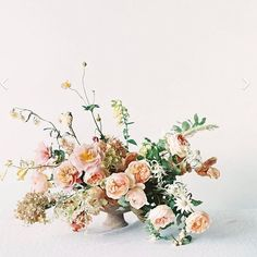 The kind of wild florals we love at Fearless Authentic.    Have you seen our new online wedding planning course for fearless brides-to-be? In WEDPLANOLOGY We teach everything you need to know about planning a stylish and authentic wedding.    We have a re
