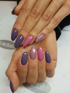 False nails have the advantage of offering a manicure worthy of the most advanced backstage and to hold longer than a simple nail polish. The problem is how to remove them without damaging your nails. Purple Gel Nails, Shellac Nails, Fingernails Painted, Acrylic Nails, Purple Nail Art, Blue Gel, Brown Nails, Nail Nail, Stiletto Nails