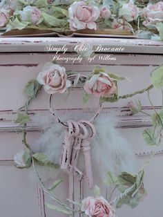 Shabby Chic with pink keys