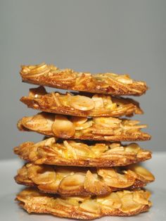Almond Orange Florentines Recipe...You only need four ingredients to make these easy Almond and Orange Florentines. These florentines are so delicious and addictive and I definitely will be baking this again!