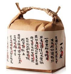 minimal rice packaging by Green In Hand uses kraft paper, tissue paper and rattan material