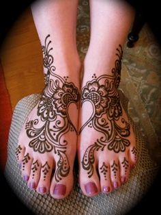 Heart Henna - Feet i love this so much I'd have it all over my body