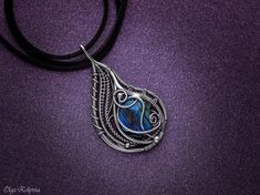 silver-necklace-wire-wrapped-pendant