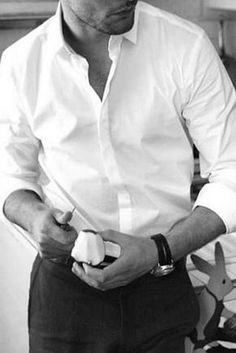 The white shirt is a smart and sexy look. Here are some unique styling options for the classic white shirt to pair up with. Best White Shirt, White Shirt Men, Classic White Shirt, White Shirts, Crisp White Shirt, Gentleman Mode, Gentleman Style, True Gentleman, Casual Shirts For Men