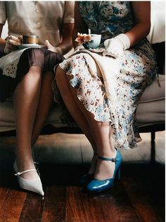Modern Country Style: The Last Hurrah.of at least. Preachers Wife, Cuppa Tea, My Cup Of Tea, Vintage Tea, Vintage Coffee, Vintage Style, High Tea, Chai, Afternoon Tea