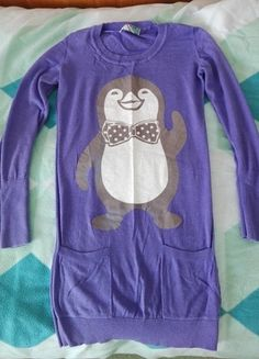 Kup mój przedmiot na #vintedpl #sweterekzpingwinem #fioletowy http://www.vinted.pl/damska-odziez/dlugie-swetry/13491378-fioletowy-dluzszy-sweterek-z-pingwinkiem-cropp