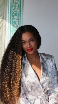 Beauty . . . Queen B Beyonce, 4 Beyonce, Beyonce Knowles Carter, Beyonce Style, Beyonce And Jay Z, Beyonce Curly Hair, Beyonce Family, Rihanna, Hair