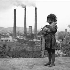 Francesc Català Roca,España. Su fotografía se caracterizó por la búsqueda de puntos de vista originales y por buscar siempre el ambiente humano.