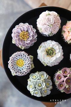New Cupcakes Pretty Beautiful Cup Cakes Ideas Cupcakes Flores, Floral Cupcakes, Floral Cake, Cupcakes Design, Cake Designs, Korean Buttercream Flower, Buttercream Flower Cake, Cupcake Recipes, Cupcake Cakes