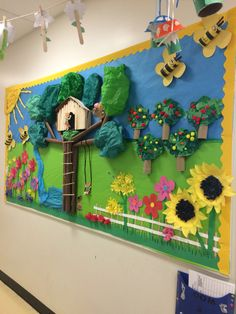 The Completed Paper Mache Tree Project! is part of Summer bulletin boards - School Board Decoration, Class Decoration, School Decorations, Soft Board Decoration, Garden Bulletin Boards, Summer Bulletin Boards, Kids Crafts, Diy And Crafts, Paper Crafts