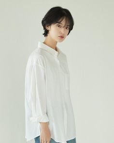 May be in picture: 1 user - Haare - Shot Hair Styles, Curly Hair Styles, Girl Short Hair, Short Hair Cuts, Korean Short Hair, Ulzzang Hair, Girls Short Haircuts, Hair Inspo, Hair Goals