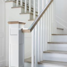 Classic Staircase Stair Bannister Ideas, Banisters, Stair Railing, Entry Stairs, House Stairs, Beach Bungalows, House Entrance, Stairways, Home Projects