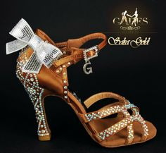 Zapato de baile Verónica GadesSalseras.com Latin Ballroom Dresses, Ballroom Dance Shoes, Dance Dresses, Latin Dance Shoes, Dancing Shoes, Baile Latino, Salsa Shoes, Tango Shoes, Salsa Dance
