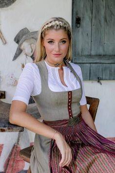 Dirndl und westlich von Gott sei Dank - Dirndl Looks - Annie Schütz Wedding Outfits For Women, Beer Girl, Dirndl Dress, German Women, Maid Dress, Feminine Dress, Girl Fashion, Womens Fashion, Traditional Dresses