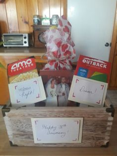 Parent anniversary gift Parents Anniversary Gift, Cute Anniversary Ideas, Anniversary Gift Baskets, Good Dates, Parent Gifts, Mom And Dad, Diy Gifts, Projects To Try, Arts And Crafts