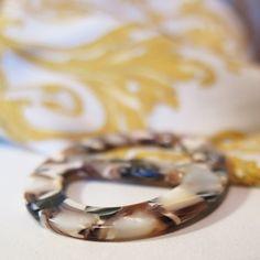 Elegantná ručne brúsená spona na šatku zo živice - farba09 Wedding Rings, Engagement Rings, Jewelry, Enagement Rings, Jewlery, Jewerly, Schmuck, Jewels, Jewelery
