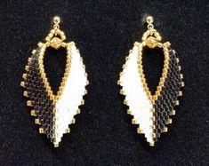 Russian Leaf Earrings - Black & White, with Gold Seed Bead Jewelry, Bead Jewellery, Seed Bead Earrings, Leaf Earrings, Beaded Earrings, Earrings Handmade, Beaded Jewelry, Etsy Earrings, Die Renaissance