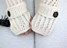 Hey, I found this really awesome Etsy listing at https://www.etsy.com/listing/204043635/egg-shell-white-arm-warmers-fingerless
