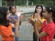 Apprendre les mouvements des mains et mettre la chanson qu'on veut par la suite.