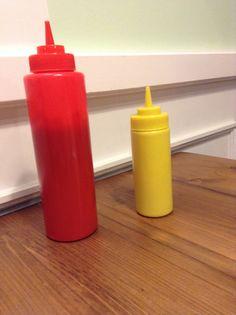 Les sauces et chez Holy Cow à Lille Mayonnaise, Ketchup, Hot Sauce Bottles, Holi, Sauces, Veggies, Vegetarian Burger Patties, Vegetarian Dish, Vegetable Recipes