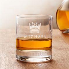 Whisky ist ein wahrhaft königliches Getränk. Aus unserem Whiskyglas mit Gravur - Königskrone - mit Namen personalisiert ist der Genuss garantiert.