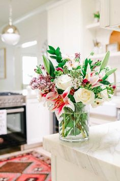 Grocery store flowers made into an arrangement for mother's day! Make a beautiful supermarket flowers arrangement for mom! Types Of Flowers, Small Flowers, Diy Flowers, Flower Vases, Beautiful Flowers, Fresh Flowers, Flower Ideas, Winter Flower Arrangements, Beautiful Flower Arrangements