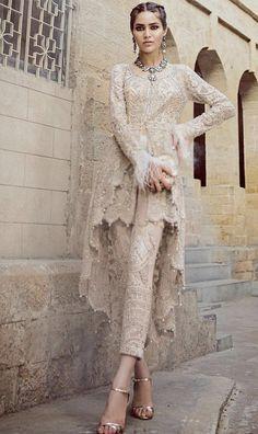 21 new ideas bridal dresses indian haute couture Pakistani Party Wear, Pakistani Wedding Dresses, Pakistani Outfits, Bridal Dresses, Dress Wedding, Lehenga Wedding, Backless Wedding, Indian Bridal Lehenga, Indian Bridal Wear