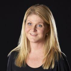 """Hanne Juul er klinisk diætist. Hun har gennem 7 år arbejdet i flere internationale virksomheder med speciale i børneernæring og har sideløbende i 2 år arbejdet som privatpraktiserende diætist hos De Danske KostCentre. Siden 2008 har hun haft sin egen klinik i Taastrup. Hanne Juul har medvirket i tv-dokumentaren på TV2 """"For fed til at få børn"""" og skriver artikler til ugeblade."""