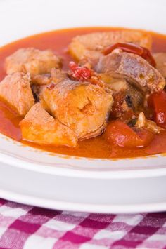 Thai Red Curry, Restaurants, France, Ethnic Recipes, Food, Cooking Recipes, Monkfish Recipe, Snails, Pisces