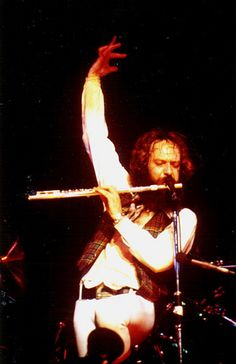 Ian Anderson - Jethro Tull Bursting Out Tour, Madison Square Garden,   New York NY,1978. (gaird1791 - Flickr)