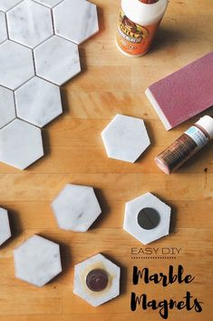 Creative Halloween Costumes - The Best Way To Be Artistic Over A Budget Diy Marble Magnets And Easy Him Project Marble Magnets, Clay Magnets, Diy Marble, Carrara Marble, Marble Crafts, Easy Crafts, Easy Diy, Tile Projects, Diy Coasters
