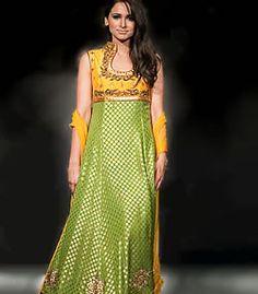 D2504 Umer Saeed Deepak Perwani Ayesha Varsi Maria B High Fashion Bridal Wear Party Wear Haute Couture Special Offer