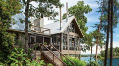 Designer Richard Tubb gives his Alabama lake house a glass-walled addition that blurs the boundaries between inside and out.