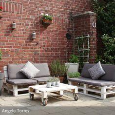 Möbel aus Paletten sind nun schon lange ein Trend!  Wir möchten Euch zeigen, dass man aus einer Lounge Ecke aus Paletten auch schnell ein trendiges Daybed  …