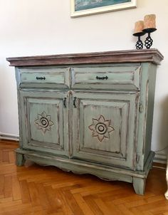 Green Antique Green Tumbled Wooden Console, Used Console / Dresuar, Sale … - Dekoration Ideen 2019 Diy Furniture Redo, Chalk Paint Furniture, Refurbished Furniture, Shabby Chic Furniture, Teal Painted Dressers, Online Home Design, Wooden Console, Into The Woods, Design Your Dream House