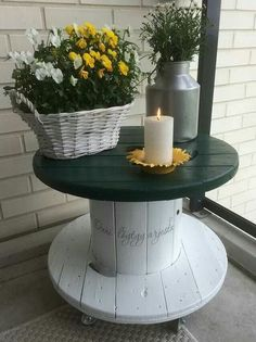 DIY Cable Spool Repurpose Ideas For Balcony Decoration - Unique Balcony & Garden Decoration and Easy DIY Ideas DIY Cable Spool Repurpose Ideas For Balcony Decoration - Balcony Decoration Ideas in Every Unique Detail Diy Cable Spool Table, Wooden Spool Tables, Wooden Cable Spools, Wood Spool, Cable Spool Ideas, Cable Reel Table, Patio Table, Diy Table, Diy Wood Projects