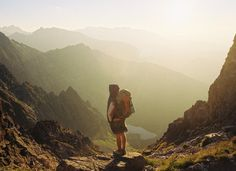 top 10 essential backpacking gear for a begginer. A detailed list of items that you absolutely need when you go on your first backpacking adventure Bago, Travel Goals, Travel Tips, Budget Travel, Travel Essentials, Travel Hacks, Travel Style, Travel Ideas, Tumblr Ocean
