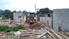 03/06/2015 - demolição em Parelheiros -  extremo sul de SP,  a subpreitura de parelheiros,  área de manancial e grande parte composta de APPs