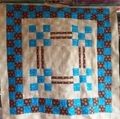 The mountain homespun quilt is a big block quilt with an attractive frame of 3 borders. Simple and quick to make, but very striking.