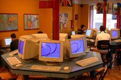 Internet.  En 1969 sólo cuatro personas tenían internet, 50,000 en 1988, un millón en 1991 y 500 millones en 2001. Hoy más de 2 billones de personas tienen internet. Concebido por el departamento norteamericano de defensa en los 60s, internet y la World Wide Web (inventada en 1989 por el británico Tim Berners-Lee) han acercado al mundo como ningún otro invento en la historia.