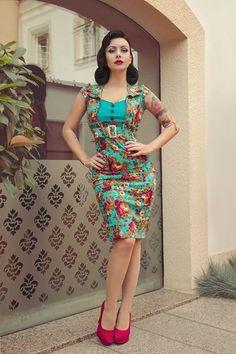 Lindy Bop 'Wynona' Stunning Vintage Style Flora Print Pencil Wiggle Dress Rockabilly pinup standing pose hand on hip Rockabilly Moda, Rockabilly Pin Up, Rockabilly Fashion, 1950s Fashion, Vintage Fashion, Moda Vintage, Vintage Mode, Vintage Style, Retro Vintage