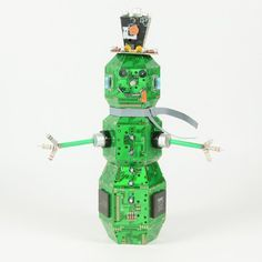Snowman made from computer circuit board parts - awesome geek present Office Christmas, Christmas Projects, Holiday Crafts, Holiday Fun, Christmas Diy, Electronic Recycling, Electronic Art, Snowmen Pictures, Easy Christmas Decorations