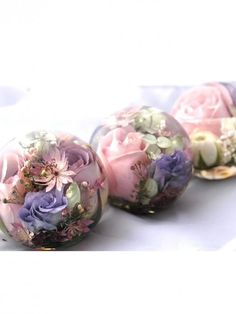 What a good idea to keep your wedding flowers. Paperweights!!
