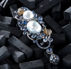 http://www.coastmagazine.com/articles/natural-3532-keep-fall.html Stunning jewelry in my first Coast Magazine piece.