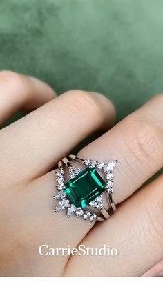 Emerald Ring Vintage, Emerald Wedding Rings, Vintage Emerald Engagement Rings, Vintage Rings, Wedding Jewelry, Green Emerald Ring, Emerald Rings, Green Engagement Rings, Promise Rings