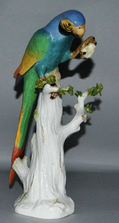 Papagaio em porcelana Alema Meissen do sec.19th, 29cm de altura, 7,260 USD / 6,770 EUROS / 27,540 REAIS / 46,195 CHINESE YUAN soulcariocantiques.tictail.com